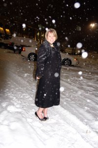 Lauren Poulter Glanzer in snow